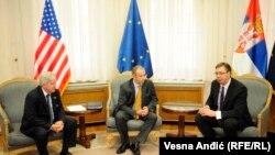 Vučić prilikom nedavnog susreta sa ambasadorom SAD Scottom i EU Michaelom Davenportom