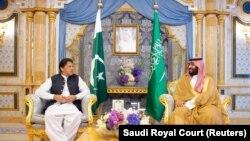 Pakistani Prime Minister Imran Khan meets with Saudi Arabia's Crown Prince Mohammed bin Salman in Jeddah in 2019.