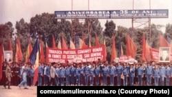 1983. Adunare festivă a brigadierilor din județul Dolj.Sursa: comunismulinromania.or