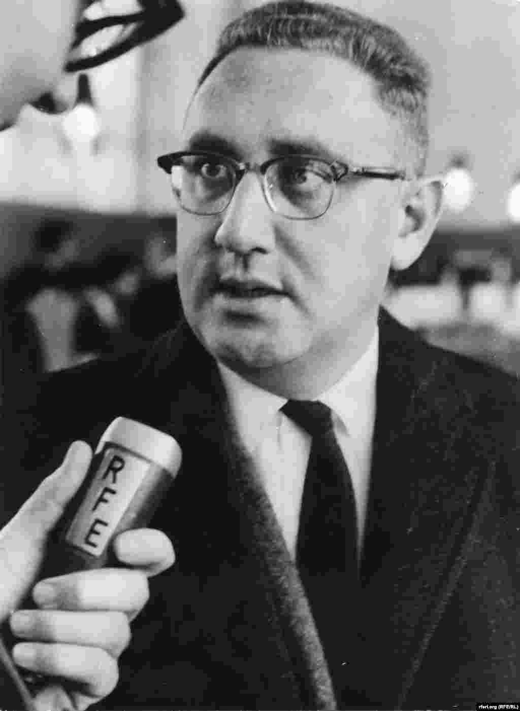 Henry Kissinger is being interviewed by Radio Free Europe in the early 1960s about the political situation in Europe. - Henry Kissinger is being interviewed by Radio Free Europe in the early 1960s about the political tensions raging in Europe.
