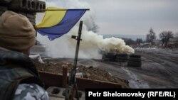 Український військовий біля Дебальцева (архівне фото)