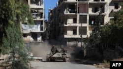 Syria -- Syrian pro-government forces take part in an operation to take control of Aleppo's Suleiman al-Halabi neighborhood, which is divided by the front line that separates the rebel-held east and regime-held west of the northern city, September 30, 201
