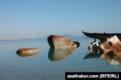 Порт на побережье Каспия, Туркменистан