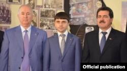 «Qırım Birligi» teşkilâtınıñ reberi Seytumer Nimetullayev, Qırım Nazirler şurası baş naziriniñ muavini Ruslan Balbek ve «Qırım» teşkilâtınıñ reisi Remzi İlyasov