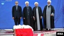 نماینده رهبر و سران سه قوه جمهوری اسلامی، گلپایگانی، لاریجانی، روحانی و علی لاریجانی، در مراسم ورود جنازه قربانیان منا به تهران
