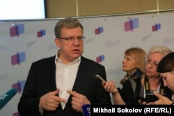 Алексей Кудрин общается с прессой