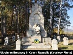 Українські могили в Чехії. Автор пам'ятника Михайло Бринський