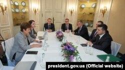 Президент України Володимир Зеленський обговорює з керівництвом МВФ програму підтримки України. Лютий 2020 року