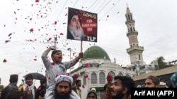 FILE: Supporters of the Tehreek-Labaik Pakistan (TLP) party shout slogan on the arrival of the leader Khadim Hussain Rizvi at an anti-terrorist court in Lahore, February 2019.
