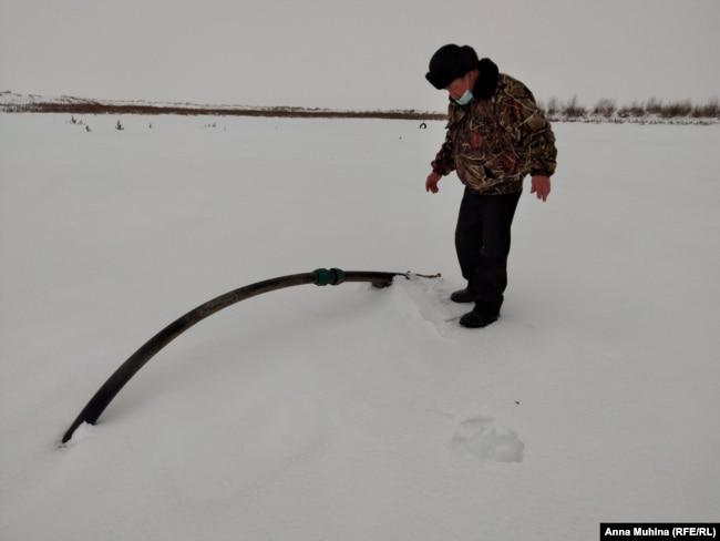 Труба на дне высохшего пруда