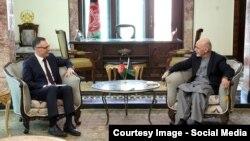 Președintele Mohammad Ashraf Ghanicu noul reprezentant civil pentru Nato, Cornelius Zimmermann la Kabul