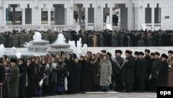 Aşgabatda Nyýazow bilen hoşlaşyk matam çäresinde, 2006-njy ýylyň 24-nji dekabry.