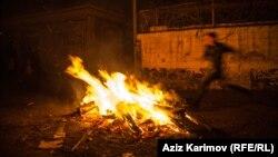 Празднование Новруз в Баку. Ритуальный костер. 21 марта 2013