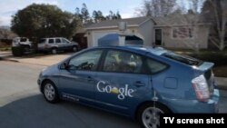 Самоуправляемый автомобиль компании Google проходит тестовую объездку.
