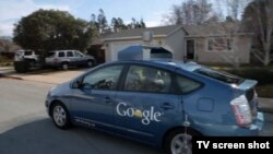 Google says test models of its self-driving car have gone 700,000 kilometers under autonomous control without reported incident. (file photo)