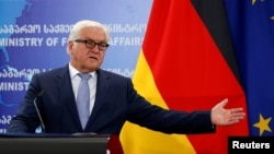 Нескольких стран во главе с Германией ждут, чтобы Европарламент разработал механизм отмены безвизового режима в случае, если граждане какой-нибудь страны в массовом порядке нарушат его условия, заявил в Тбилиси министр иностранных дел ФРГ Франк-Вальтер Штайнмайер