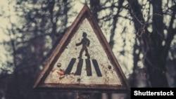 (©Shutterstock) Знак пішоходного переходу в зоні відчуження