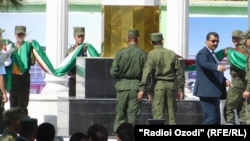 Ёвари президент ҷараёни омодагиҳо ба пешвози Э.Раҳмонро танзим мекунад
