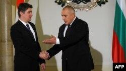 Хрватскиот премиер Зоран Милановиќ на средба со неговиот бугарски колега Бојко Борисов во Софија.