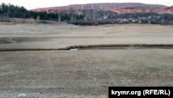 Обмелевшее Симферопольское водохранилище, апрель 2020 года