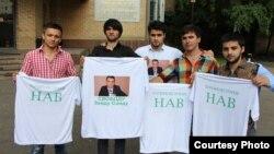 Сторонники таджикского бизнесмена Зайда Саидов проводят акцию в его поддержку в Москве. 5 июля 2013 года.