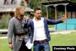 Медербек из Джалал-Абада когда-то учился на таможенника и филолога, сегодня он снимает историческое кино.