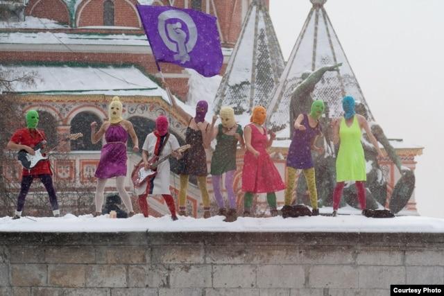 Акция «Pussy Riot» на Красной площади в Москве 20 января 2012 года. Фото Дениса Бочкарева.