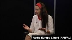 Nata Albot în studioul Europei Libere la Chișinău