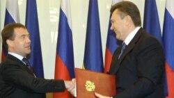 Президенти Росії та України Дмитро Медведєв і Віктор Янукович під час підписання Харківських угод, квітень 2010 року