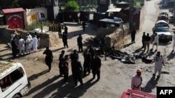 Policia duke e kontrolluar vendin e një eksplodimi të mëparshëm në qarkun Shabqadar në Pakistan