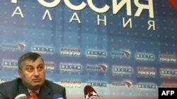 Бывший президент Южной Осетии Эдуард Кокойты проводит встречи с потенциальными избирателями в Северной Осетии