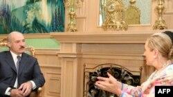 Аляксандар Лукашэнка на сустрэчы з камісарам у вонкавых стасунках Эўразьвязу, Бэнітай Фэрэра-Вальднэр у 2009 годзе