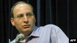 رامین جهانبگلو، استاد فلسفه در کانادا