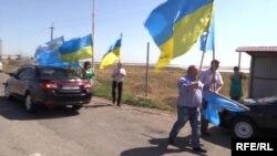 Щоб проголосувати на виборах Президента України, кримські татари організовано попрямували в Херсонську область