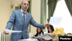Armenia - A law-enforcement official recounts ballots from a precinct in Artashat where official results of the February 18 presidential election were annulled because of reported fraud, Yerevan, 2Apr2013.