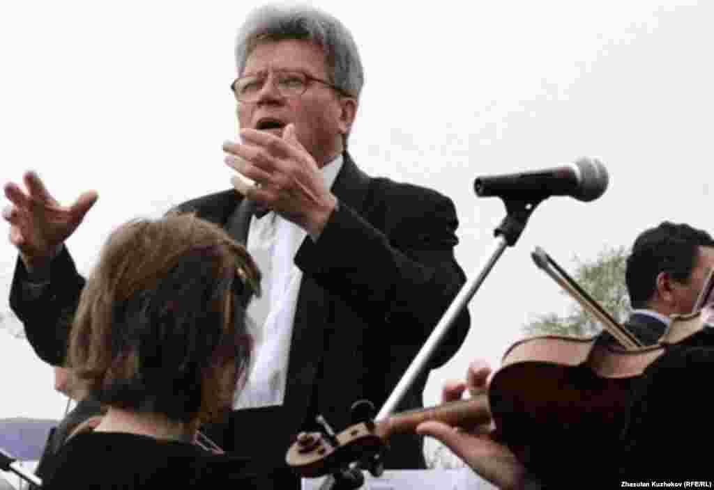 Оркестр исполняет «Реквием» Моцарта на открытии музея памяти жертв политических репрессий. 31 мая 2011 года. - Оркестр исполняет Вольфганга Моцарта на открытии музея памяти жертв политических репрессий. 31 мая 2011 года.