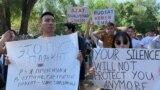 Молодые участники митинга в Алматы за свободу мирных собраний. 30 июня 2019 года.
