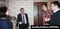 Proqramdan sonra: proqramın aparıcısı Şahnaz Bəylərqızı (solda) və prodüseri Cavid Zeynallı (sağda) qonaqlarla