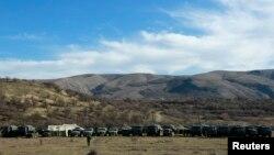 Қырымдағы Симферополь маңына жиналған ресейлік әскери көліктер. 3 наурыз 2014 жыл.