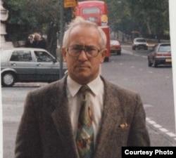 Олег Гордієвський у Лондоні. Фото з особистого архіву, початок 1990-х років