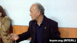 Активіст Куртсеїт Абдуллаєв перед засіданням Залізничного райсуду