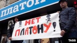 """Акция протеста водителей грузовиков против системы """"Платон"""" в Белгороде"""