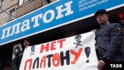 Російські далекобійники протестують проти запровадження збору за проїзд федеральними трасами
