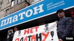 Акція протесту водіїв вантажівок проти системи «Платон» у Белгороді. 20 листопада 2015 року
