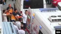 Răniți evacuați după atac