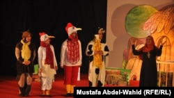 مشهد من احدى المسرحيات المشاركة في المهرجان الاول لمسرح الطفل في كربلاء