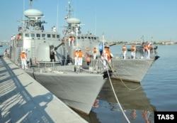 Каспий теңізіндегі Иранның шағын әскери кемелері. 28 маусым 2013 жыл. (Көрнекі сурет)
