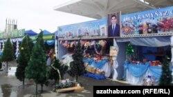 Ашхабадский рынок в преддверии Нового года, архивное фото.