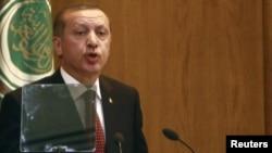 Премьер-министр Турции Реджеп Эрдоган во время выступления в штаб-квартире Лиги Арабских государств