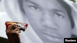 Portreti i 17-vjeçarit Trajvon Martin.